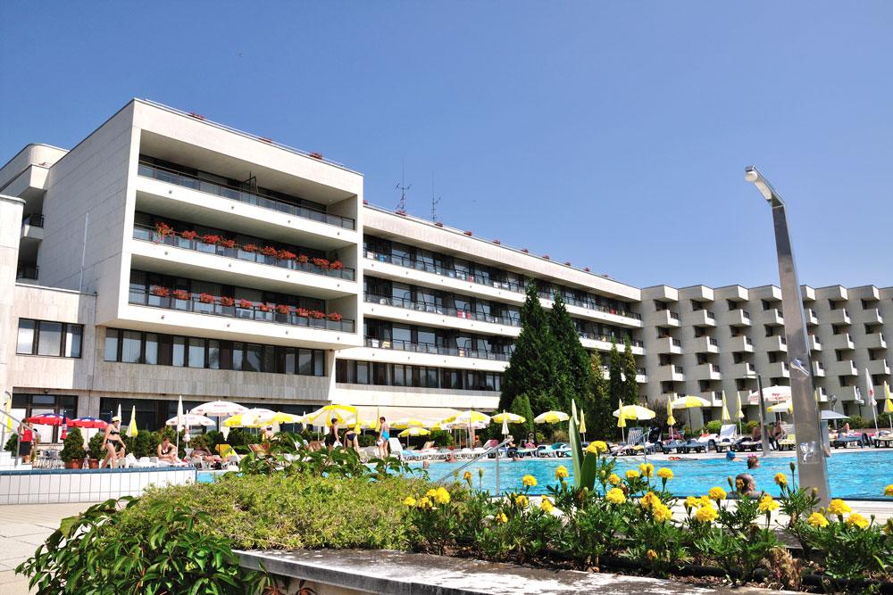 Kupelny hotel Diamant, pohľad na vonkajší bazén